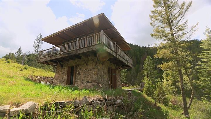 A tour of the fire lookout video tiny house nation fyi for The lookout tiny house